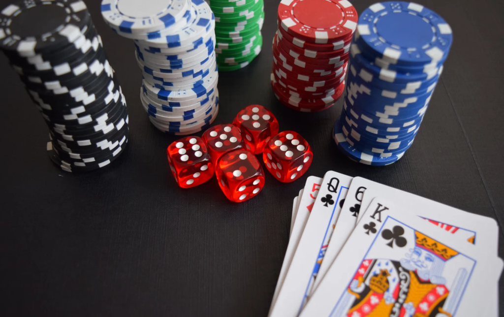 Poker Saint play different games